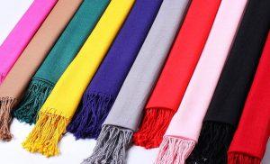 انتخاب شال و روسری با طرحهای شلوغ یا ساده