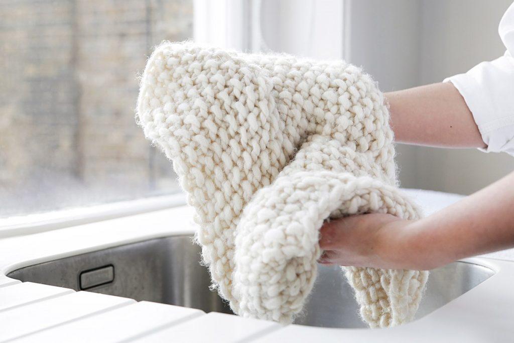 نحوه شستن شال زمستانی را بدانیم