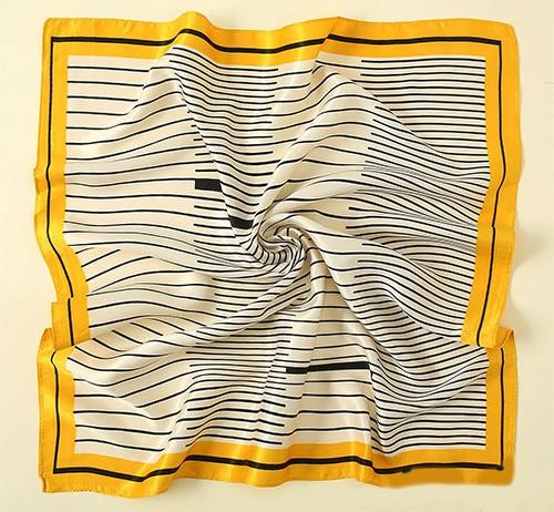 روسری با الگوی راه راه برای سال 2021